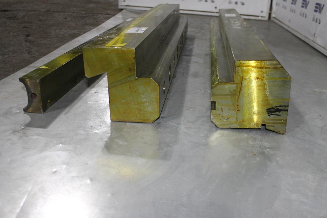 Крепеж неподвижных подвижных плит и опора распорной плиты для дробилки С125 (2)